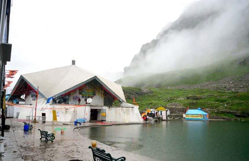 Gurudwara Shri Hemkund Sahib Lake