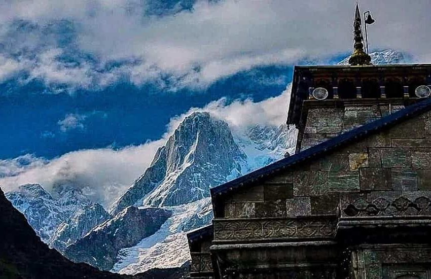 Mountains behind Kedarnath Mandir